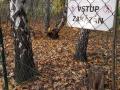 Plot oddělující VKP a soukromý pozemek s vyvezeným odpadem